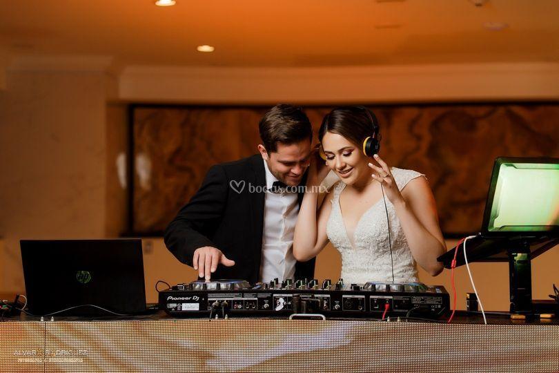 Novios DJ