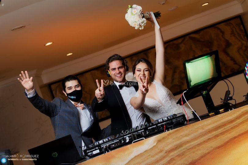 Novios y DJ