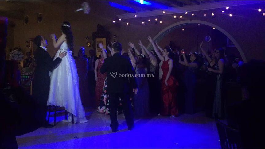 Ramo y las chicas en la boda