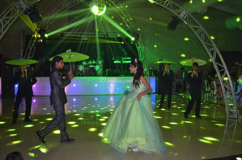 Domo en pista de baile