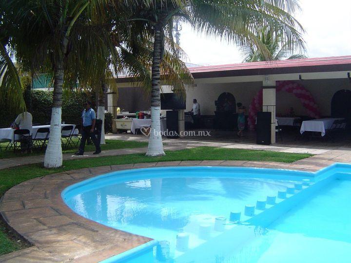 Jard n xcumpich for Albercas para fiestas