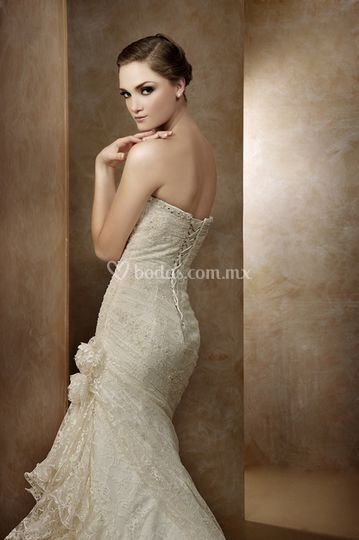 Vestido de chantilly NA 685
