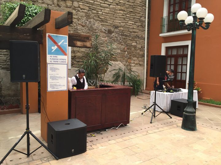 Audio en alberca(Pool Party)