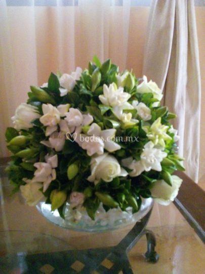Centro de mesa gardenias