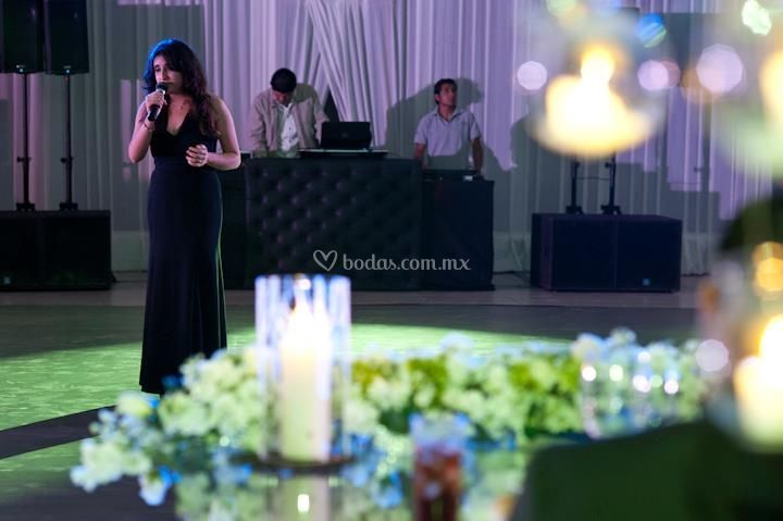 La cantante durante la cena