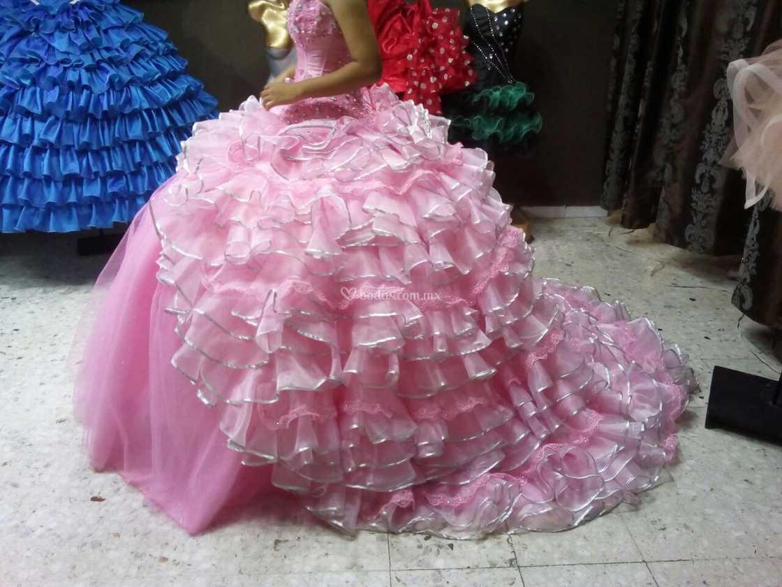 Vestido XV A Cauda Desmontable de Lino Fino | Foto 21