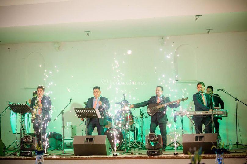 Músicos en el escenario