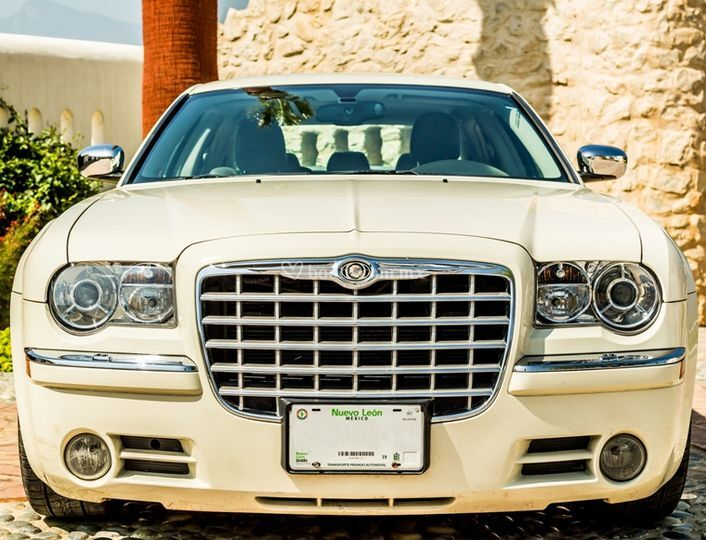 Chrysler 300C Ivory