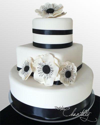 Pastel con fondant y flores de azucar