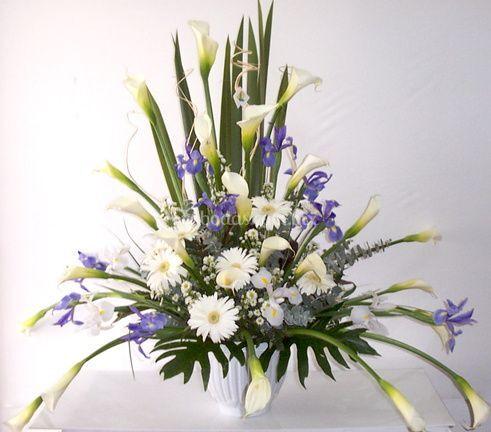 Flores lilas y blancas