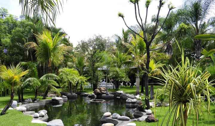 Lago y fuente