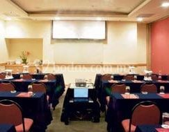 Salón de eventos con proyección audiovisual