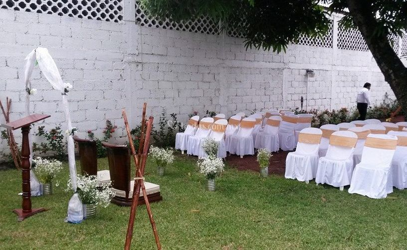 Boda en el jard n de nadinne fotos for Bodas sencillas en jardin