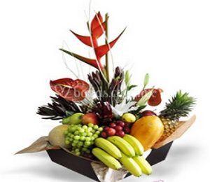 Arreglo floral y frutal
