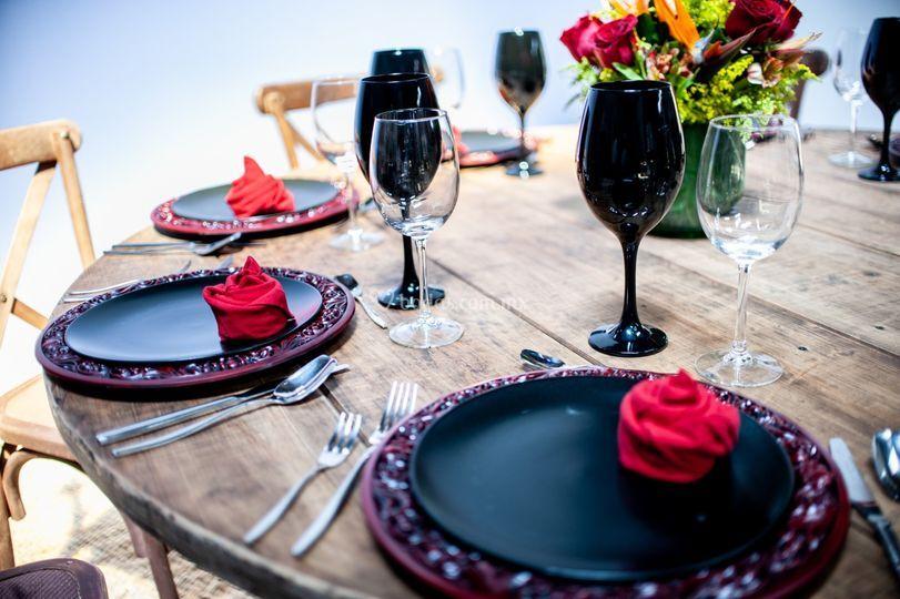 Negro en la mesa, elegancia