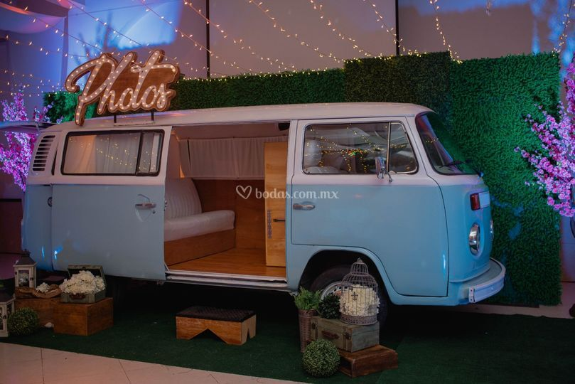 Combi booth