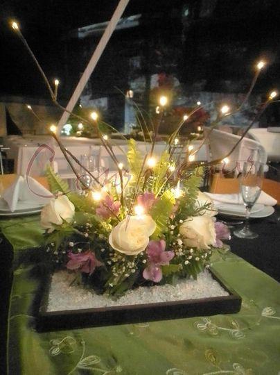 Centro de mesa con rama de LED