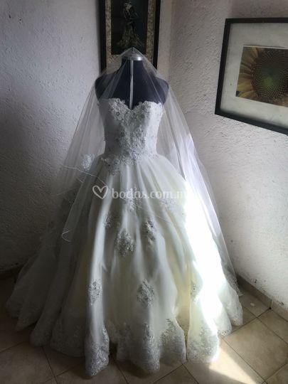 Vestido de novia en organza