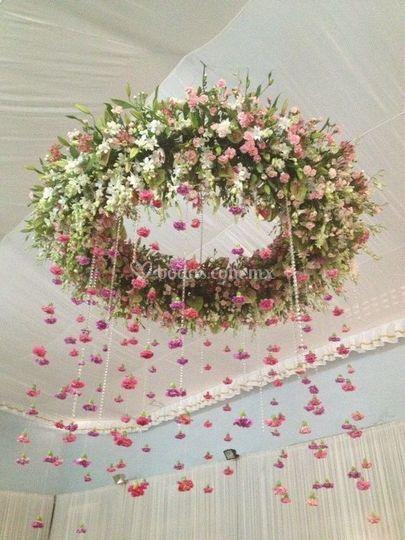 Dona floral en techo