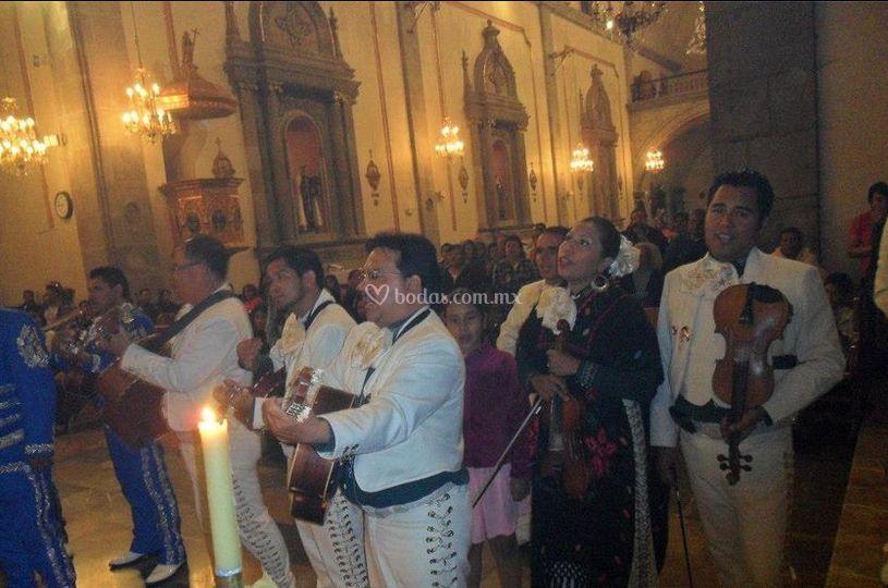 Amenizando la ceremonia