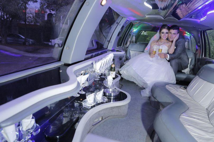 Interior limusina Navigator