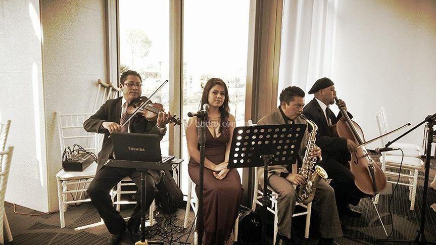 Ensamble con sax y cantante