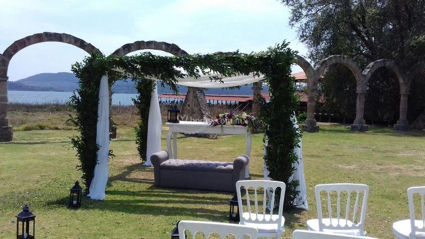 Jardín los Arcos, Zirahuen