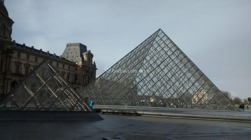Pirámide del museo de Louvre