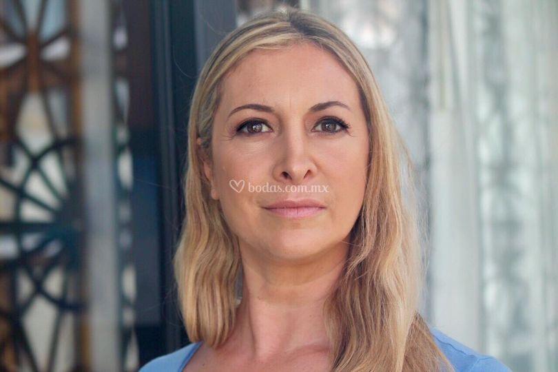 Natural makeup dama