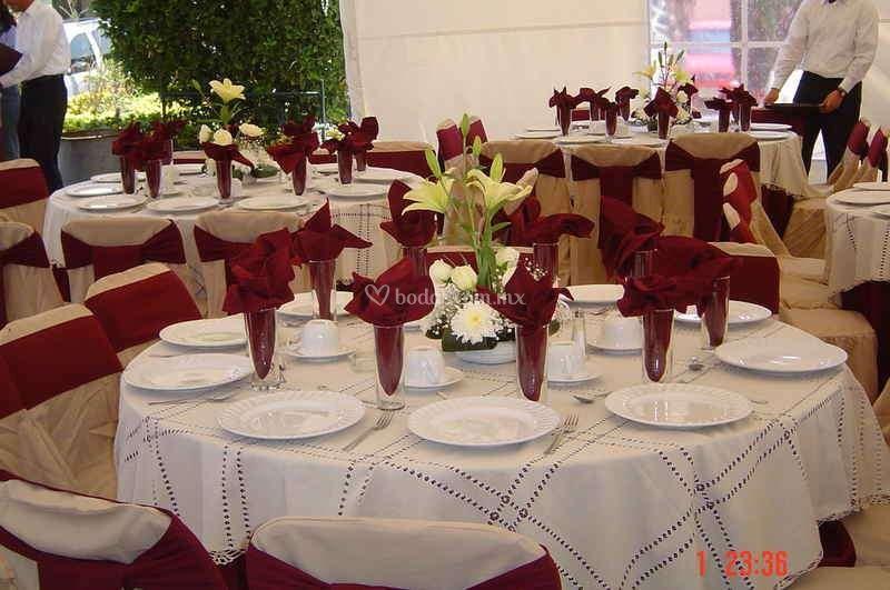 gourmet banquetes On mesas redondas para eventos