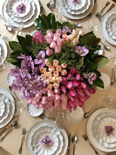 Rosas con orquídeas
