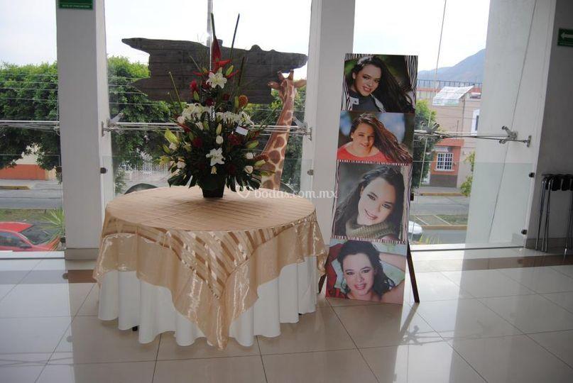 Mesa para pastel y regalos