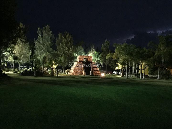 Pirámide iluminada