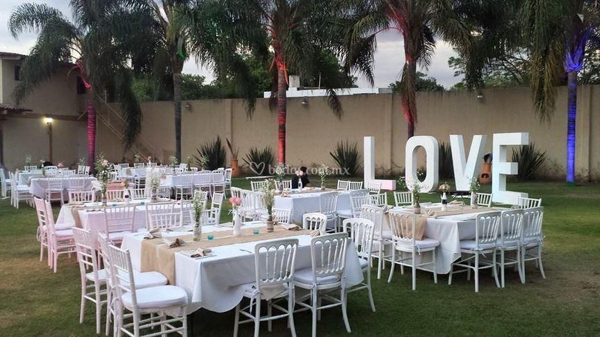 Men s para banquetes de villa san carlos for Boda en un jardin de noche