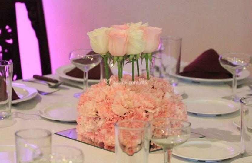 Montaje de mesa con rosas
