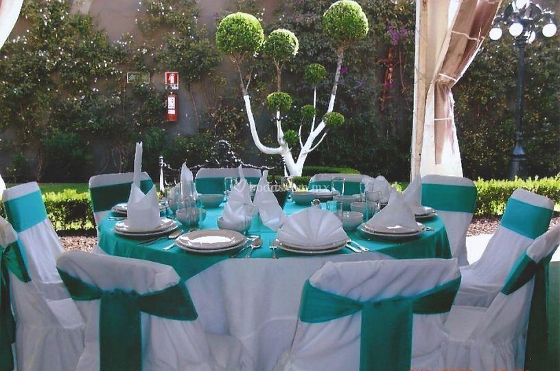 Vestida verde jade de eventos y brincolines lopez fotos for Mesa redonda para 6 sillas