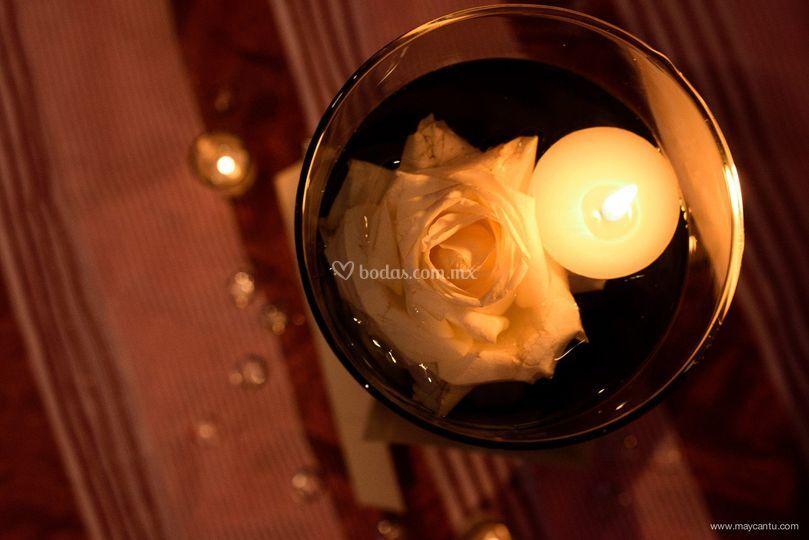 Centro de mesa flor & vela