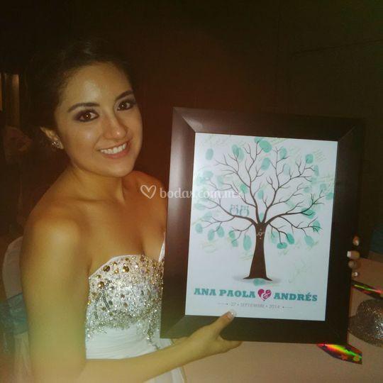¡La novia feliz con su Árbol!