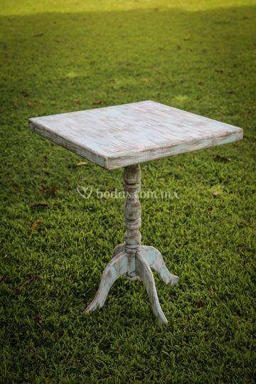 Mesa con pedestal vintage