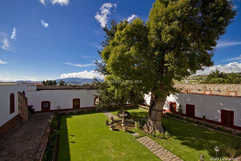 Hacienda santa maria xalostoc for Jardin principal
