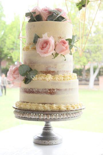 Pastel nake cake rosas