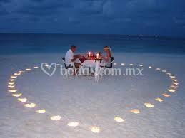Cenas románticas en playa