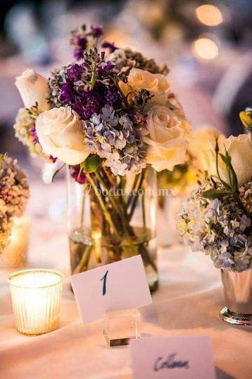 Hortensias y rosas