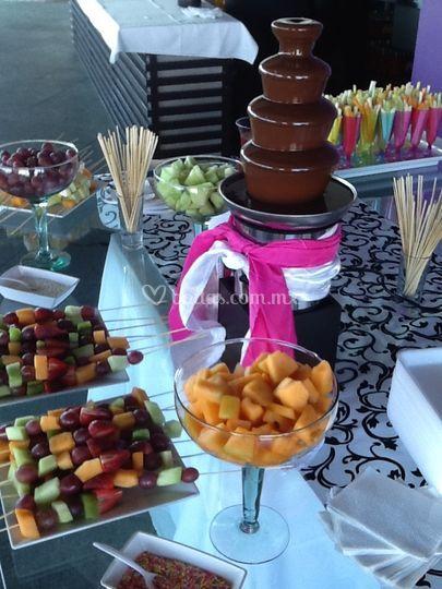 Fuentes chocolate y chamoy