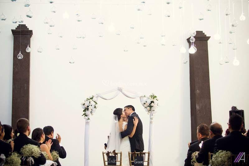 Puede besar a la novia de Victoria Vizcarra Eventos