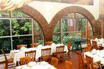 Amplio restaurante de El Mes�n Principal