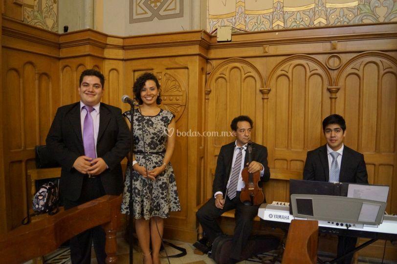 Tenor, soprano violin y teclad