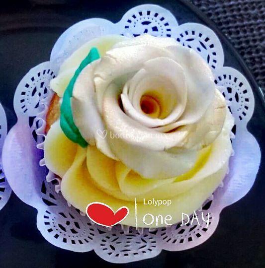 Cupcake rosa modelada