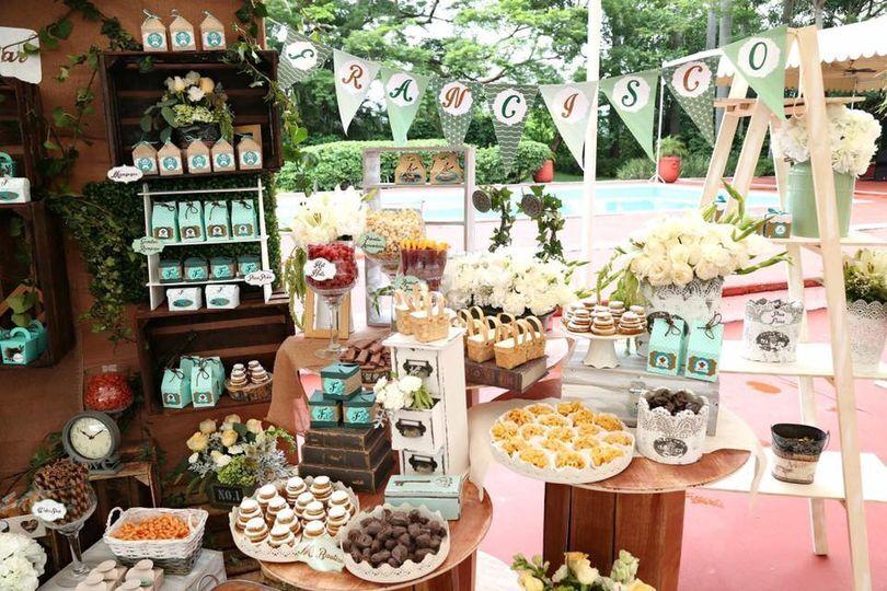 Mesa de dulces y enchilados