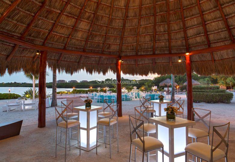 Cóctel y recepción playa lagun